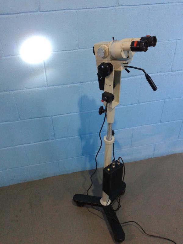Microscópio óptico led